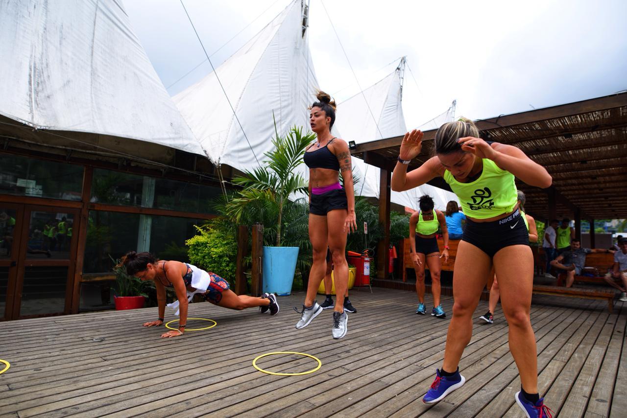 Gui e Norat celebram o sucesso da aula de funcional, em grande estilo, com festa no Rio Beach Club.